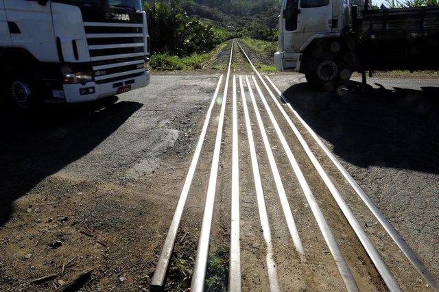 Guaramirim,SC,BRASIL,13-07-2018.Rodovia do Arroz.Buraco no trilho.(Foto:Salmo Duarte/A Notícia)Indexador: Maykon Lammerhirt