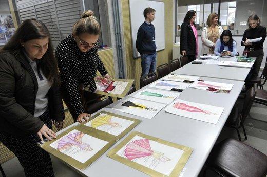 Trajes foram desenvolvidos por alunas do curso de Moda da Furb (Jornal de Santa Catarina/Patrick Rodrigues)