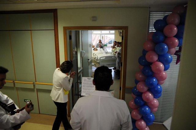 CAXIAS DO SUL, RS, BRASIL, 25/07/2018 - Hospital da Unimed promove o Dia do Desejo. É um momento em que pacientes mais debilitados tem um desejo atendido. NA FOTO: Terezinha Demiani Painzenthini, 87 anos, pediu música. (Marcelo Casagrande/Agência RBS)