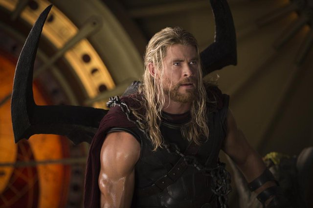 Thor: Ragnarok, com Chris Hemsworth