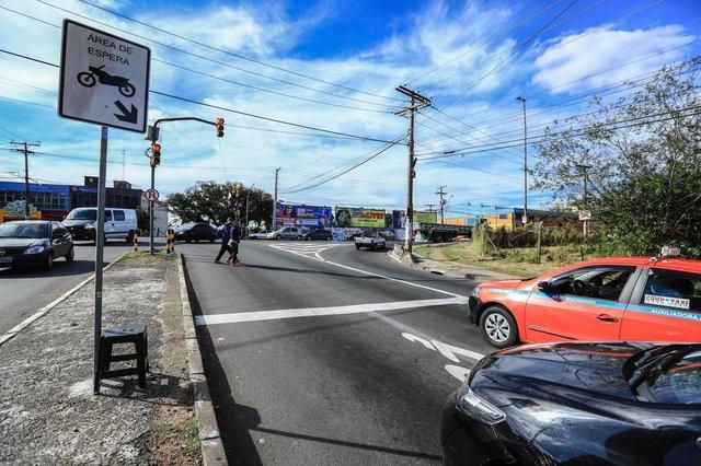 Cruzamentos de Porto Alegre têm áreas exlusivas para motos