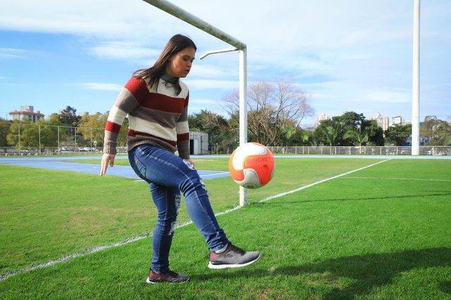 PORTO ALEGRE, RS, BRASIL, 01/08/2018: Aline Colares, aluna de Educação Física da PUCRS, se forma no sábado. Ela tem Síndrome de Down.Indexador: ISADORA NEUMANN