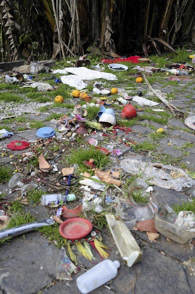 O Parque Ecológico Reino dos Orixás, no bairro Cruzeiro, era usado por para ritos de umbanda desde 2001. Em maio, a prefeitura solicitou a desocupação da área, que agora está abandonada e apresenta sinais de deterioração e acúmulo de lixo. (Marcelo Casagrande/Agência RBS)
