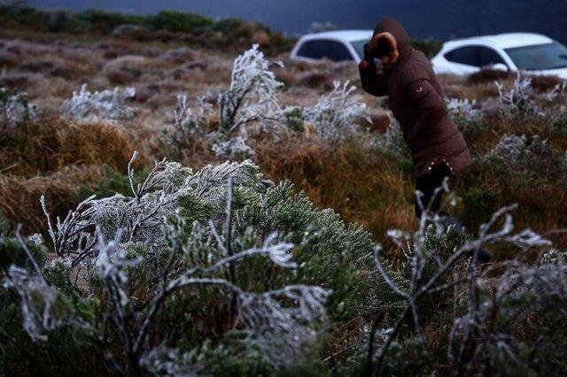 Amanhecer gelado no Morro das Antenas, em Urupema. -3ºC no termômetro, sem neve no momento. Fotos: Felipe Carneiro