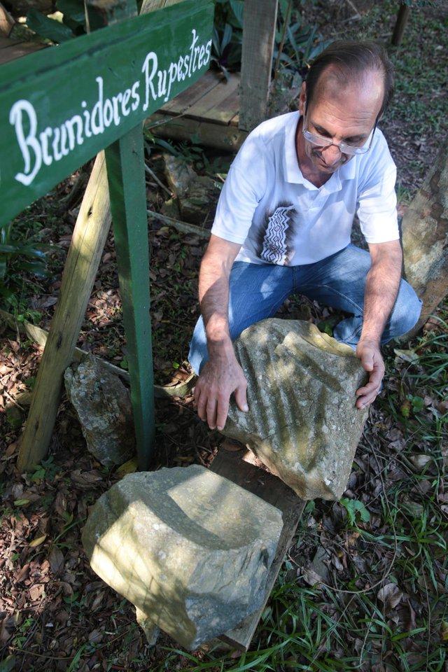 FLORIANÓPOLIS, SC, BRASIL, 09/08/2018: Adnir Antônio Ramos é praticante da Arqueoastronomia. (Foto: CRISTIANO ESTRELA / DIÁRIO CATARINENSE)
