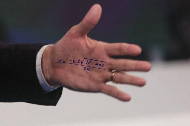Cola de Jair Bolsonaro no debate da Rede TV vira meme.