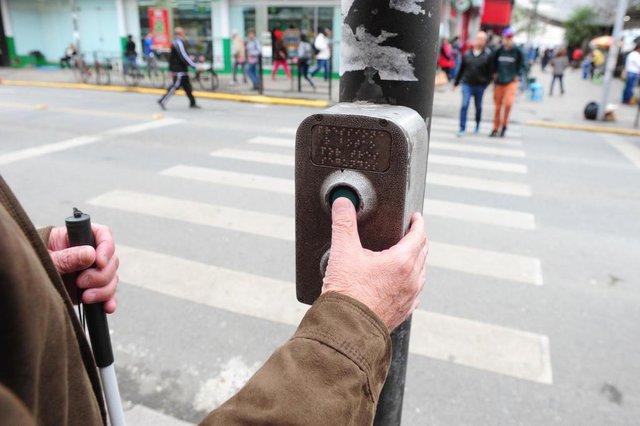 JOINVILLE,SC,BRASIL,21-08-2018.O projeto de lei ordinária que determina a colocação de sinais sonoros em semáforos foi aprovado em primeira votação na Câmara de Vereadores de Joinville.Seu Amauri,(Foto:Salmo Duarte/A Notícia)