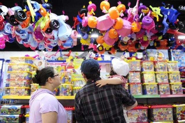 Venda de brinquedos em supermercados para o dia das crianças