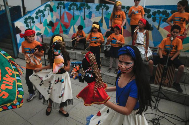 TUBARÃO, SC, BRASIL - 23/08/2018Projeto Orquestra Sons e Latas mantido na Escola Municipal Faustina da Luz Patrício pela ONG Moradia e Cidadania