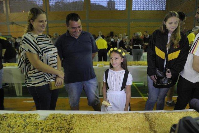 Blumenau - SC - Brasil - 02092018 - Aniversário de Blumenau tem cuca de 168 metros de comprimento na vila Itoupava, confirmada a maior cuca do Brasil.