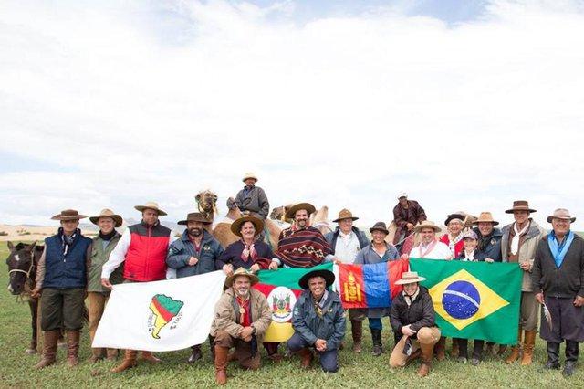 Cavaleiros da Paz em viagem a Mongolia em 2014