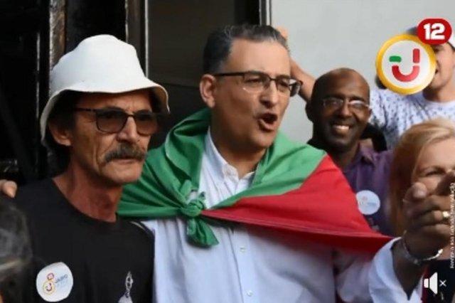 Candidato a governador do RS, Jairo Jorge recebeu apoio de sósia do Seu Madruga, personagem do seriado Chaves. Foi em Canoas.