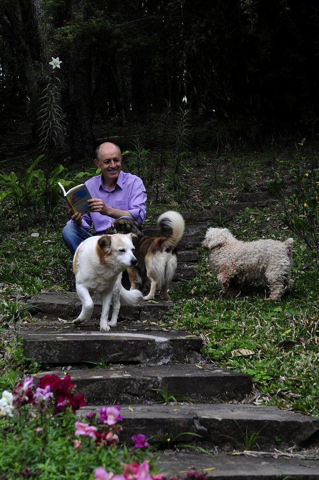 CAXIAS DO SUL, RS, BRASIL, 12/09/2018 - O filósofo e escritor Gilmar Marcílio lança o livro a elegância do silêncio. (Marcelo Casagrande/Agência RBS)
