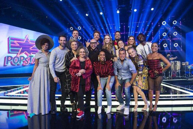 Os apresentadoresTais Araujo e Tiago Abravanel com o elenco da segunda temporada de PopStar