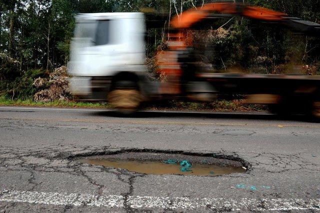ITATI, RS, BRASIL, 13/09/2018. Condições do asfalto na Rota do Sol, ERS-486. Fotos no trecho entre Itati e Tainhas. (Lucas Amorelli/Agência RBS)