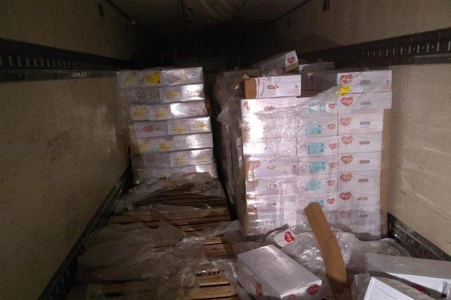Caminhões clonados com carga roubada em sítio de Gaspar