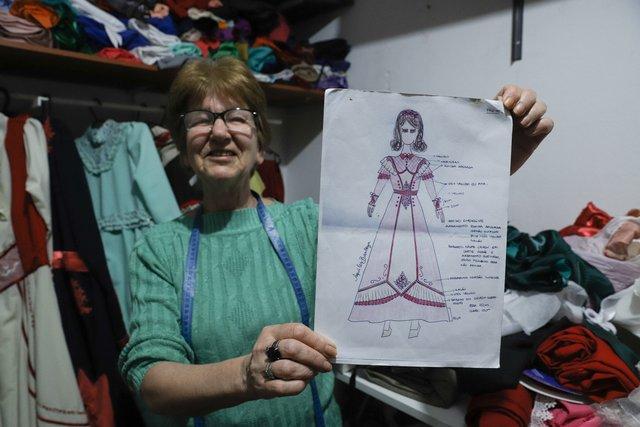 Marilene é costureira de roupas tradicionalistas