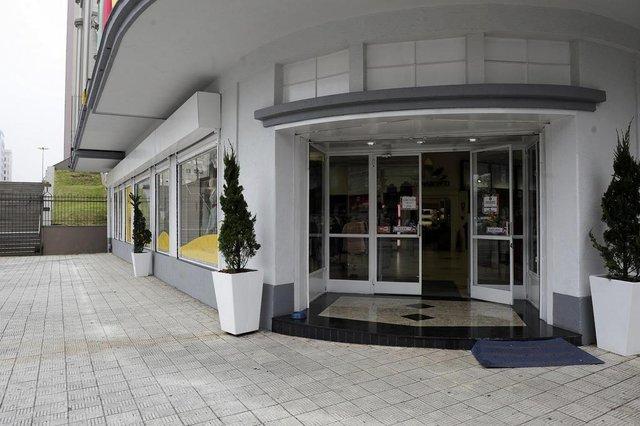 CAXIAS DO SUL, RS, BRASIL, 20/09/2018 - No feriado de 20 de setembro poucas lojas abriram no centro de Caxias. NA FOTO: Magnabosco abriu as portas no feriado. (Marcelo Casagrande/Agência RBS)