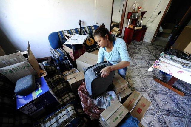 PORTO ALEGRE,RS,BRASIL.2018-09-21.Remoção da Vila Dique,moradores terão que deixar suas residencias.Na foto.Ana Beatriz Fraga de Oliveira(RONALDO BERNARD/AGENCIA RBS).