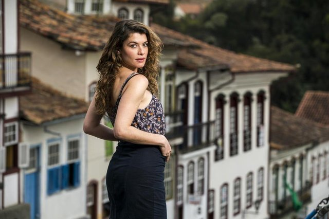 Isabel ( Alinne Moraes ), espelho da vida