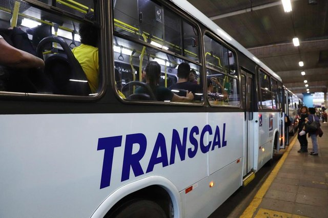 PORTO ALEGRE, RS, BRASIL, 19/09/2018: Segundo relatos, empresa Transcal demitiu cobradores e em alguns ônibus motoristas estão cobrando as passagens.