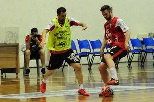 Equipe treinou às 11h nesta semana para ficar mais ambientada ao horário do duelo (A Notícia/Salmo Duarte)