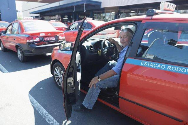 PORTO ALEGRE, RS, BRASIL, 04/10/2018: Repercussão do novo look dos taxistas. Na foto: Jorge Irani Niendicker