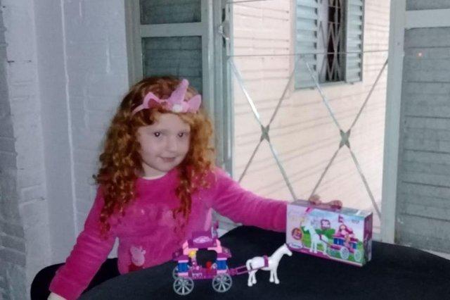 A pequena Raissa Fontes Zimmermann adorou o novo Junte & Pague Dia das Crianças