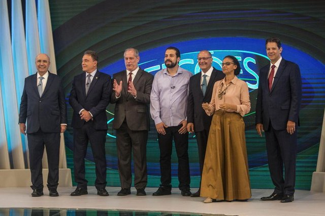 Brazilian presidential candidates (L to R) Henrique Meirelles (MDB), Alvaro Dias (Podemos), Ciro Gomes (PDT) , Guilherme Boulos (PSOL), Geraldo Alckmin (PSDB), Marina Silva (Rede) and Fernando Haddad (PT) take part in the presidential debate ahead of the October 7 general election, at Globo television network headquarters in Rio de Janeiro, Brazil on October 04, 2018. Right-wing frontrunner Jair Bolsonaro, who was stabbed on September 6 during a campaign rally in the southern state of Minas Gerais, is absent due to medical reasons.  / AFP PHOTO / Daniel RAMALHO
