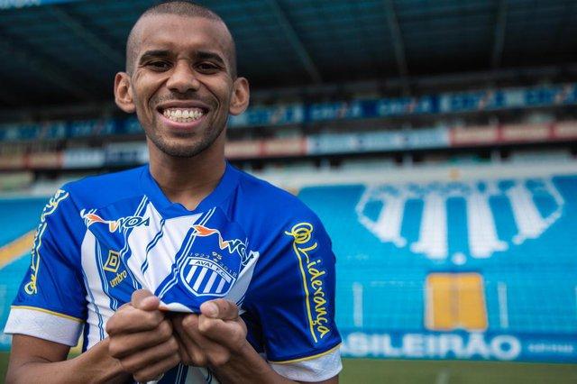 FLORIANÓPOLIS, SC, BRASIL - 10/10/2018Judson Tavares, ou simplesmente Judson, é um futebolista brasileiro que atua como volante. Atualmente joga pelo Avaí