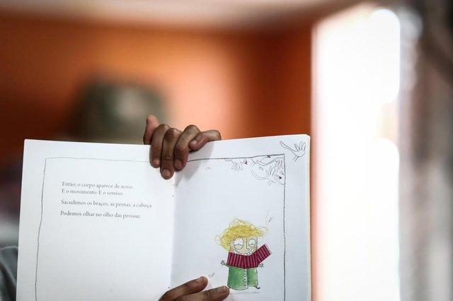PORTO ALEGRE, RS, BRASIL, 08-10-2018.  Ong Cirandar capacita mediadores de leitura para crianças carentes na Biblioteca Comunitária Chocolatão, na Nova Chocolatão. (CARLOS MACEDO/AGÊNCIA RBS)Indexador: Carlos Macedo
