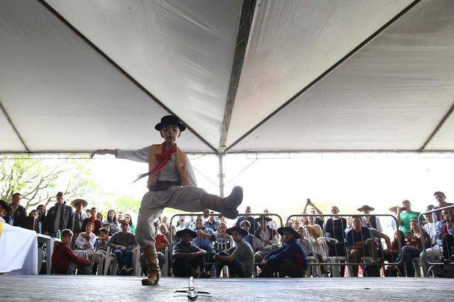 Competição de chula no Centro Olímpico Municipal, em Canoas.(Piquetchê) (FOTO: LAURO ALVES)