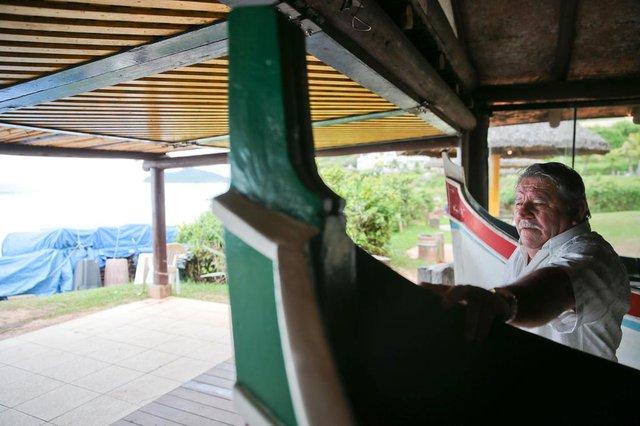 FLORIANÓPOLIS, SC, BRASIL, 15/10/2018: Justiça pede a retirada do rancho de pescadores no Costão do Santinho.   Na foto: Ademar Jorge, pescador.   (Foto: CRISTIANO ESTRELA / DIÁRIO CATARINENSE)
