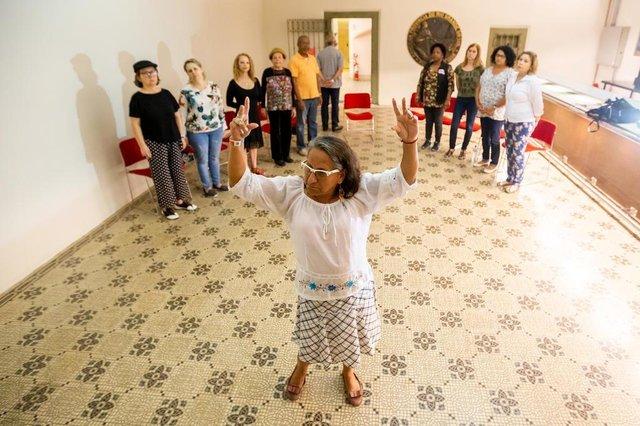 PORTO ALEGRE, RS, BRASIL, 16/10/2018 : Grupo de Teatro Fazendo Arte na Maturidade. Ação que proporciona experiência teatral para adultos com mais de 50 anos. (Omar Freitas/Agência RBS)