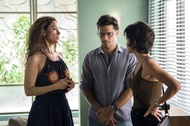 Nanda Costa, Carol Fazu e Armando Babaioff