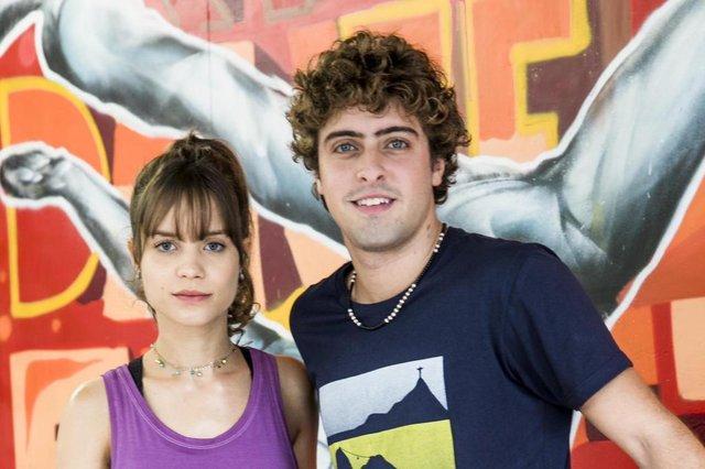 ÁLVARO (Eike Duarte) e VERENA (Joana Borges) em Malhação.