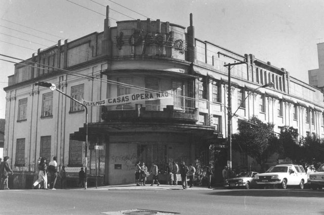 Cine Ópera em 1993, um ano antes do incêndio que destruiu o prédio. Abraço do Ópera mobilizou a comunidade da época