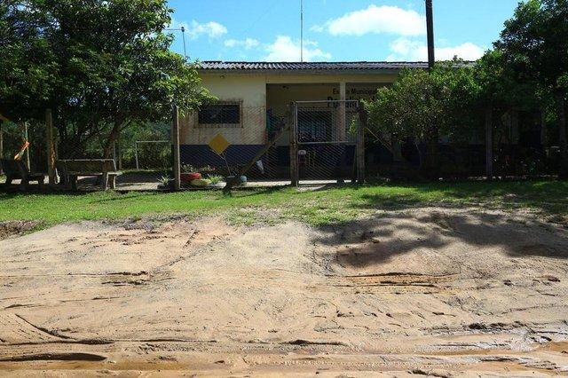 VIAMÃO,  RS, BRASIL, 08/11/2018 - Alunos da Escola Municipal de Ensino Fundamental Podalirio Oliveira Fraga são transferidos para Escola Municipal de Ensino Fundamental Felisberto Da Costa Nunes, devido falta de água encanada e caminhão pipa.(FOTOGRAFO: TADEU VILANI / AGENCIA RBS)