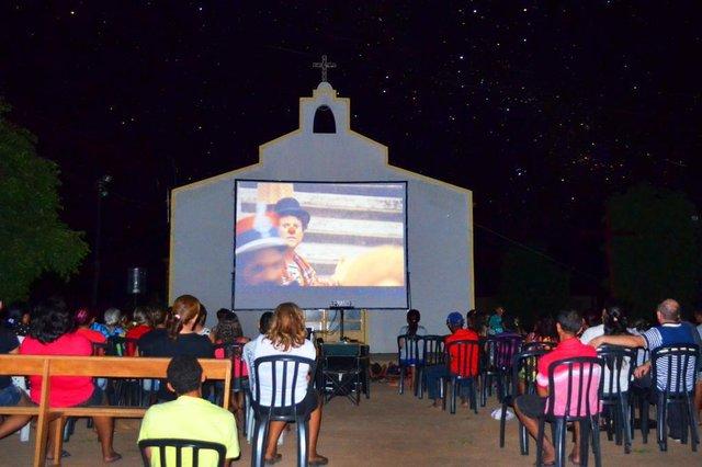 Cinesolar,iniciativa brasileira de cinema itinerante que exibe filmes a partir da energia solar.