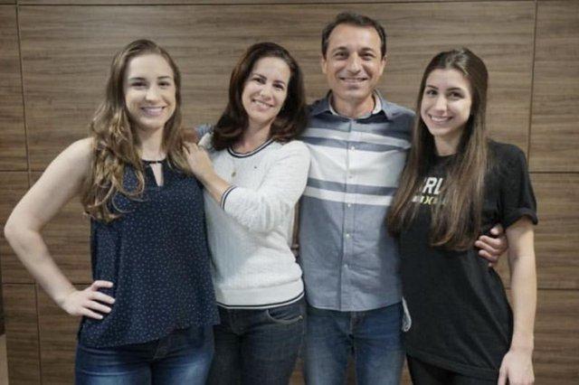 Retratos da futura primeira-dama de SC, Késia Martins da Silva.