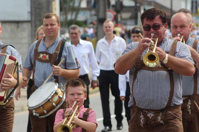 primeiro domingo de desfile da schutzenfest