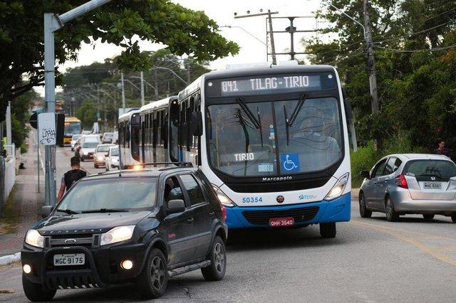 FLORIANÓPOLIS, SC, BRASIL, 12/11/2018: Inicio do bloqueio no trânsito devido às obras no elevado do Rio Tavares . Na foto: Muitas filas no entroncamento da SC-405 com a avenida Pequeno Príncipe.  (Foto: CRISTIANO ESTRELA / DIÁRIO CATARINENSE)