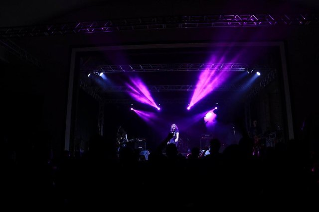 primeiro vocalista do ac/dc, dave evans fez show em Joinville na noite de quarta-feira, 14 de novembro, no teatro da liga