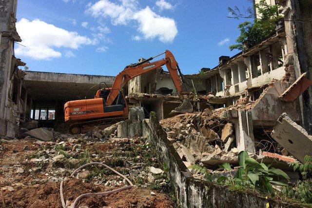 Começa a demolição do antigo Fórum de Joinville.