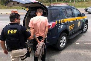Com ele, foi encontrada uma pequena quantidade de cocaína (Divulgação/Polícia Rodoviária Federal)