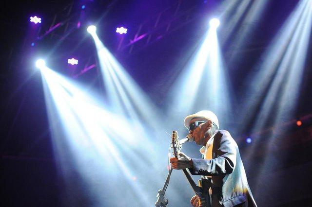 CAXIAS DO SUL, RS, BRASIL, 22/11/2018. 11º Mississippi Delta Blues Festival, MDBF, no Largo da Estação Férrea. Festival de blues acontece de 22 a 24/11 e conta com várias atrações nacionais e internacionais. Show do Zé Pretim, no palco Hopson Stage. (Felipe Nyland/Agência RBS)
