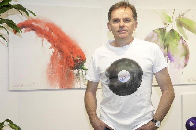 Artista Antonio Giacomin lança linha de camisetas com suas obras estampadas