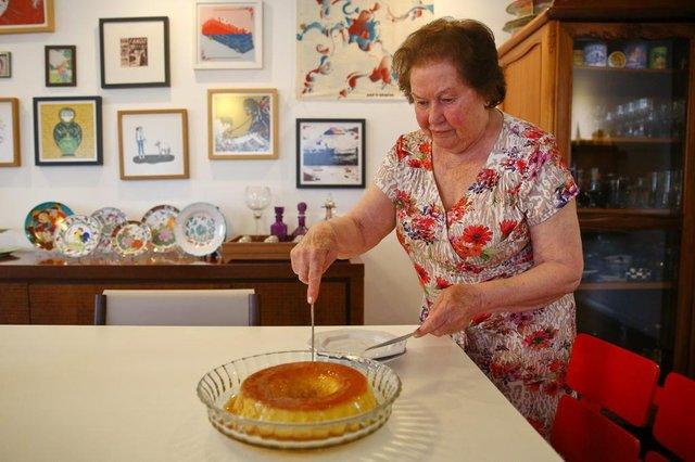 PORTO ALEGRE, RS, BRASIL, 23/11/2018: Receita de pudim de leite de Magdalena Vianna Xavier, que é preparada há mais de 50 anos. (CMAILA DOMINGUES/AGÊNCIA RBS)