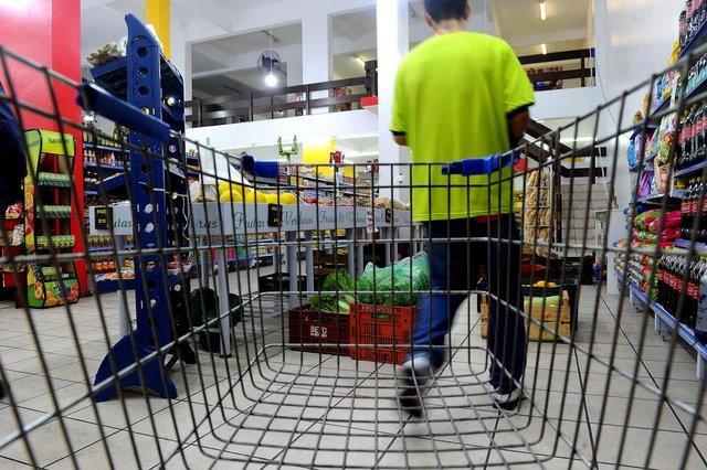 CAXIAS DO SUL, RS, BRASIL, 24/09/2018Lojas que abrem 24h na cidade.Mercado no bairro São Leopoldo (Lucas Amorelli/Agência RBS)