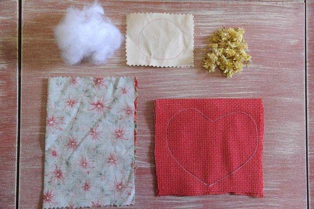 CAXIAS DO SUL, RS, BRASIL 28/11/2018Mara Couto, designer de bonecos, ensina passo a passo para confecção de anjos de tecido com temática natalina. (Felipe Nyland/Agência RBS)